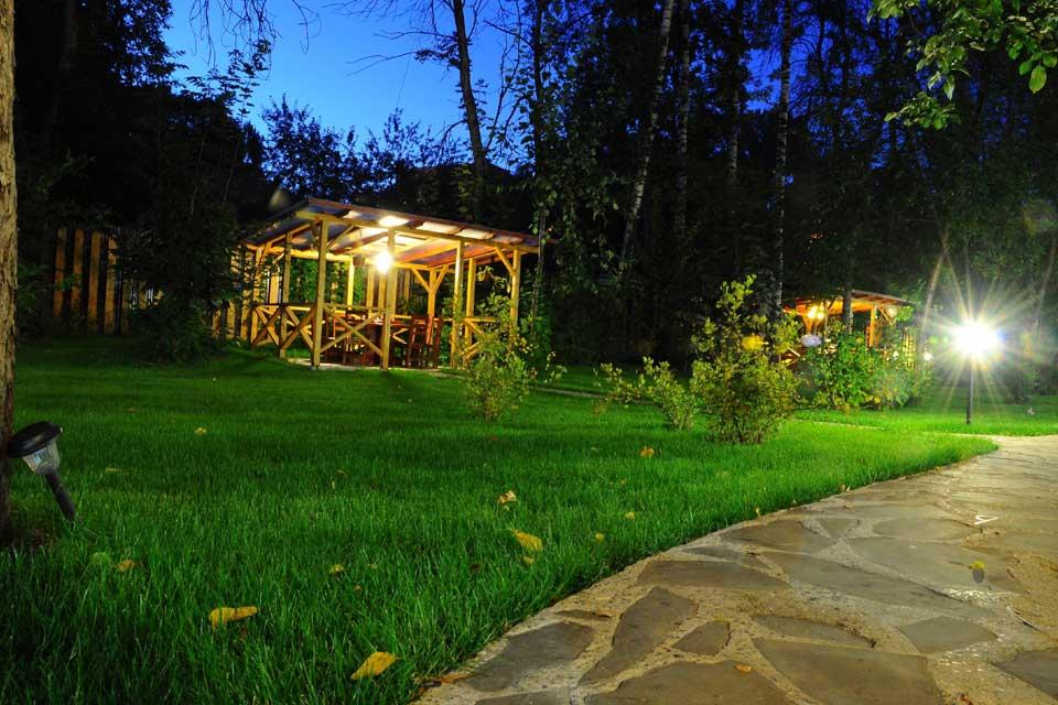 Клуб и ресторан «Дача Косенковых» в Мытищах: как выглядит сад.
